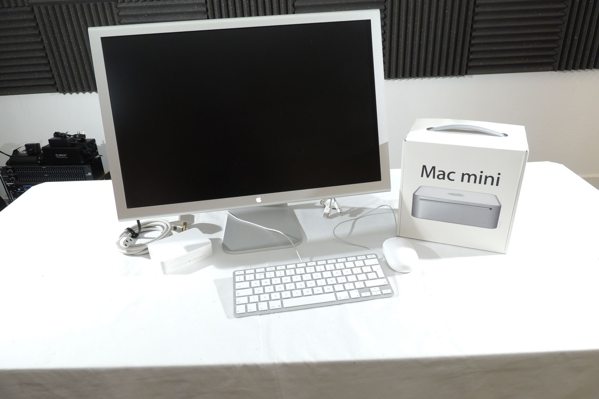 APPLE MAC MINI MB138B  (2007) WITH  ACCESSORIES