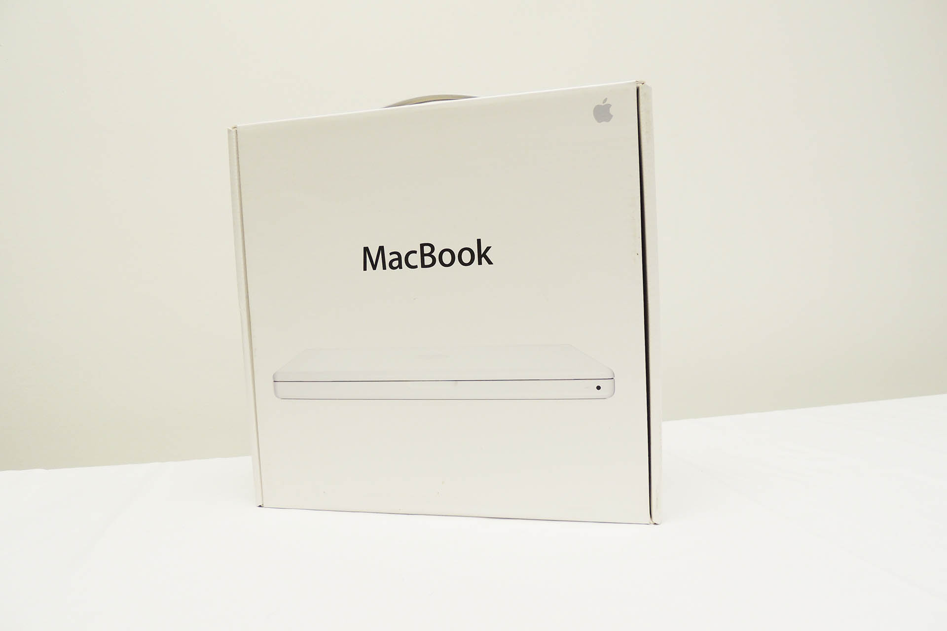 Vintage Apple MacBook for sale at Plasma Music