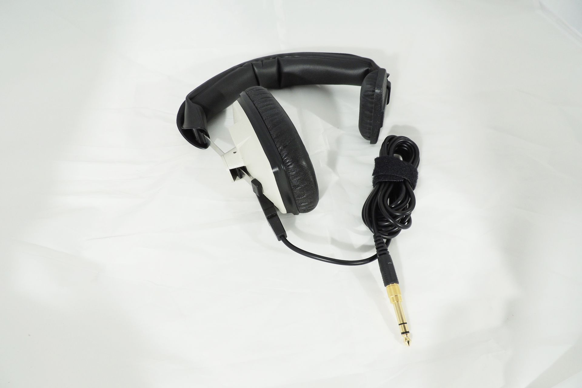 BEYERDYNAMIC DT-102 SINGLE-EAR HEADPHONES (400 OHM)