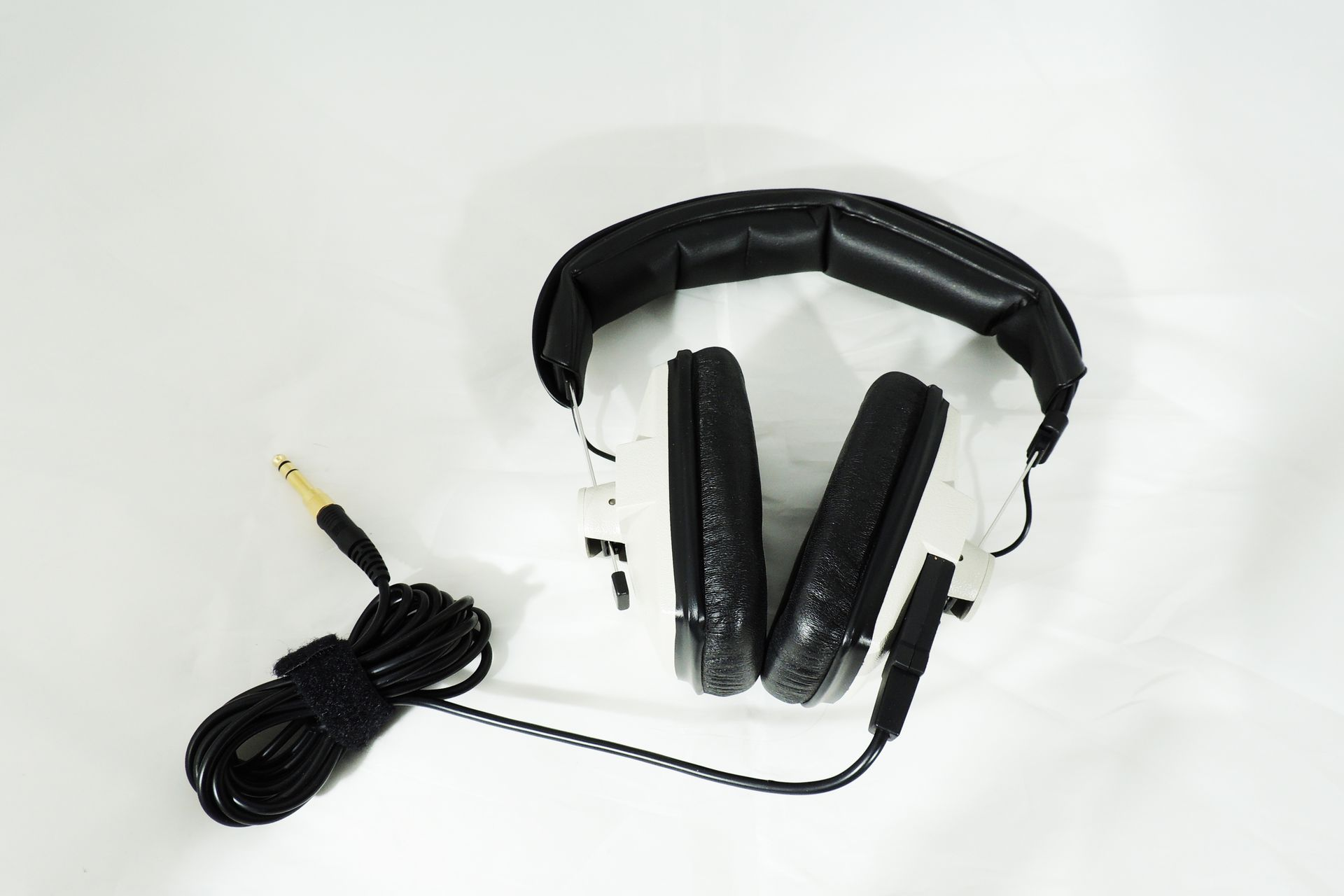 Beyerdynamic DT-100 400 Ohm headphones for sale at Plasma Music