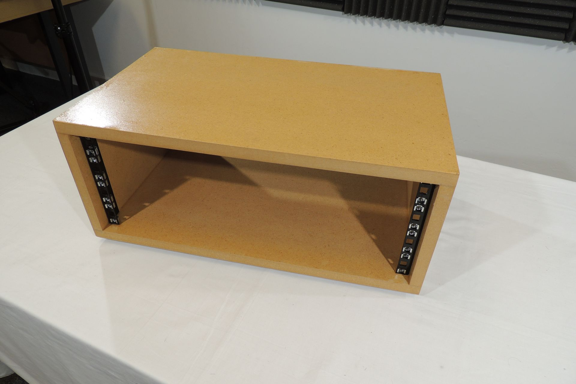 MDF 4U 300mm DESKTOP RACK CASE