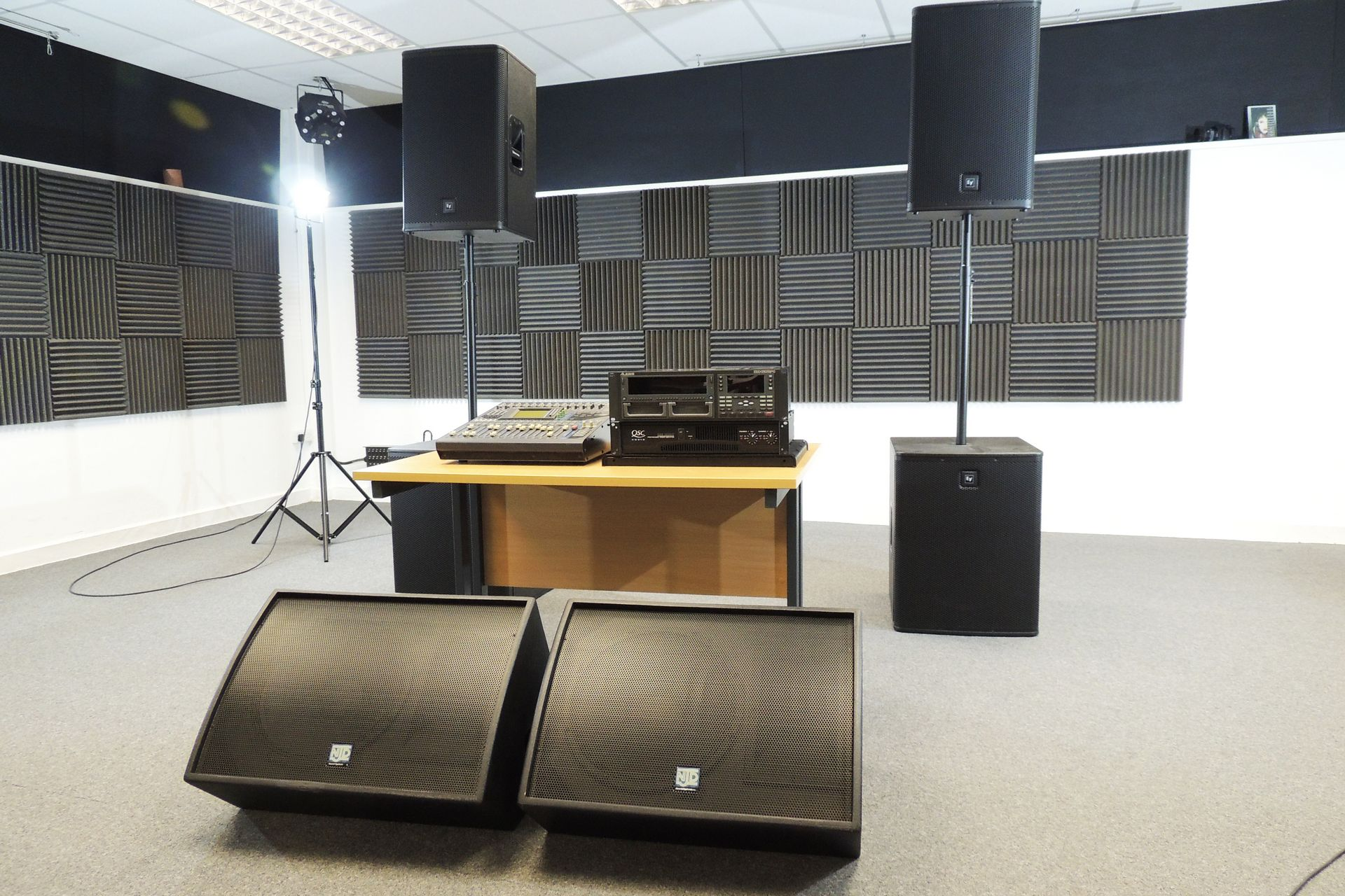 PA system 3.4kW gigital desk powered monitors for sale at Plasma Music