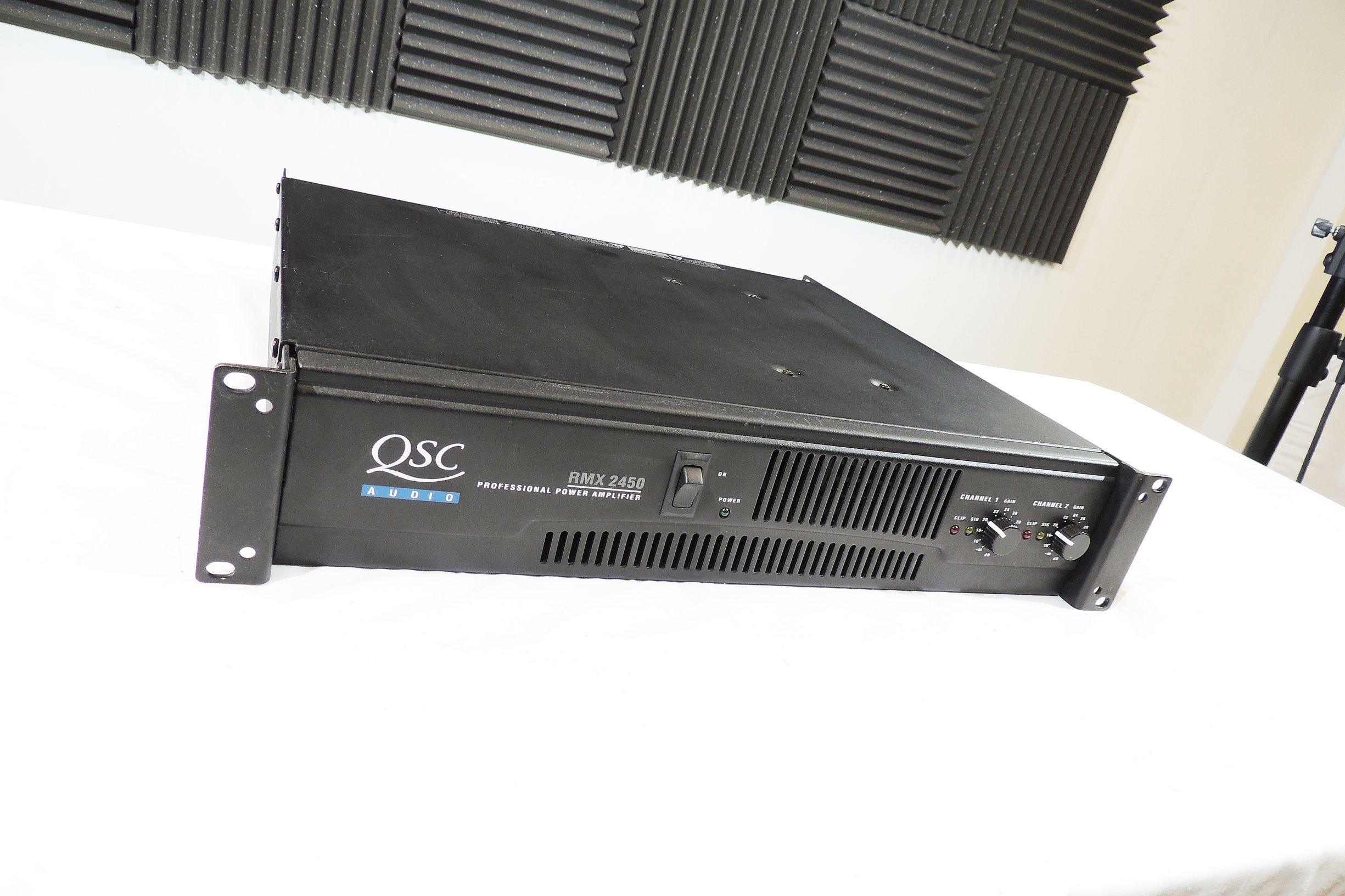 QSC RMX 2450 2-CHANNEL POWER AMP