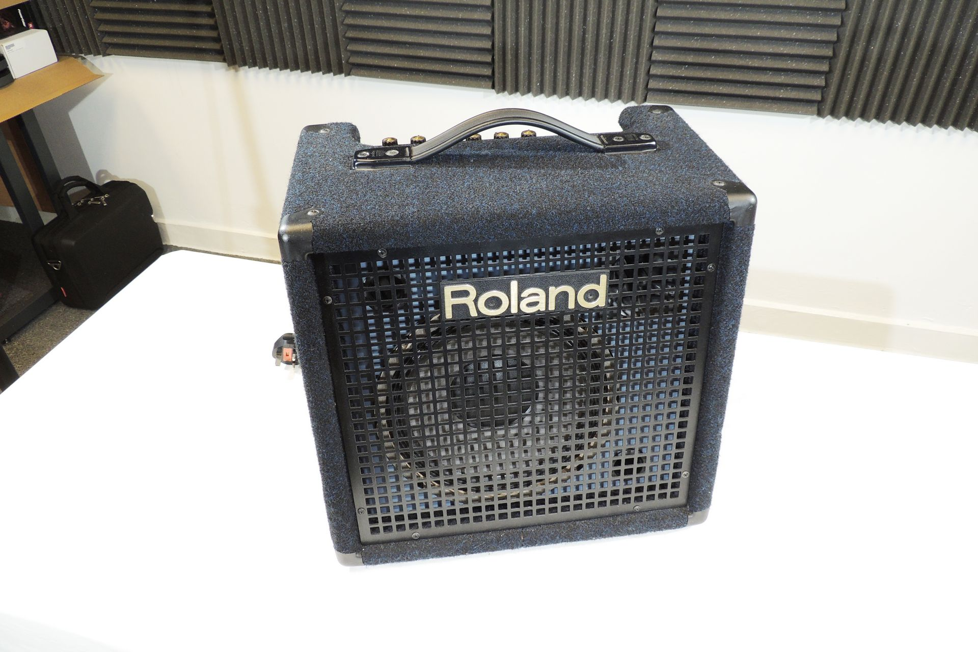 ROLAND KC-60 KEYBOARD AMP
