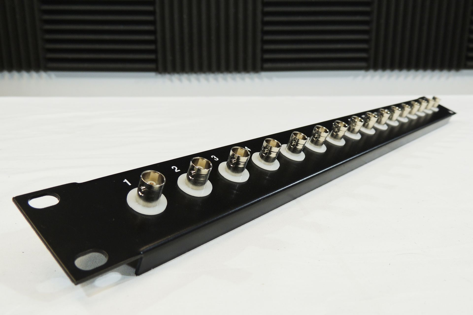 16-WAY BNC (SDI) PATCHBAY